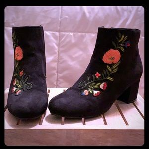 Lulu's black embroidered booties